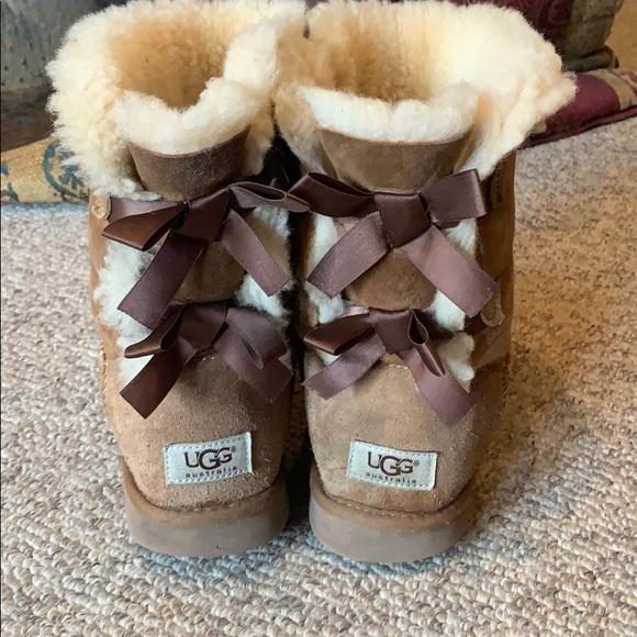 Ugg chestnut bailey bow sheepskin boots sz 8